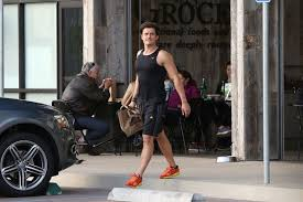 orlando bloom yoga